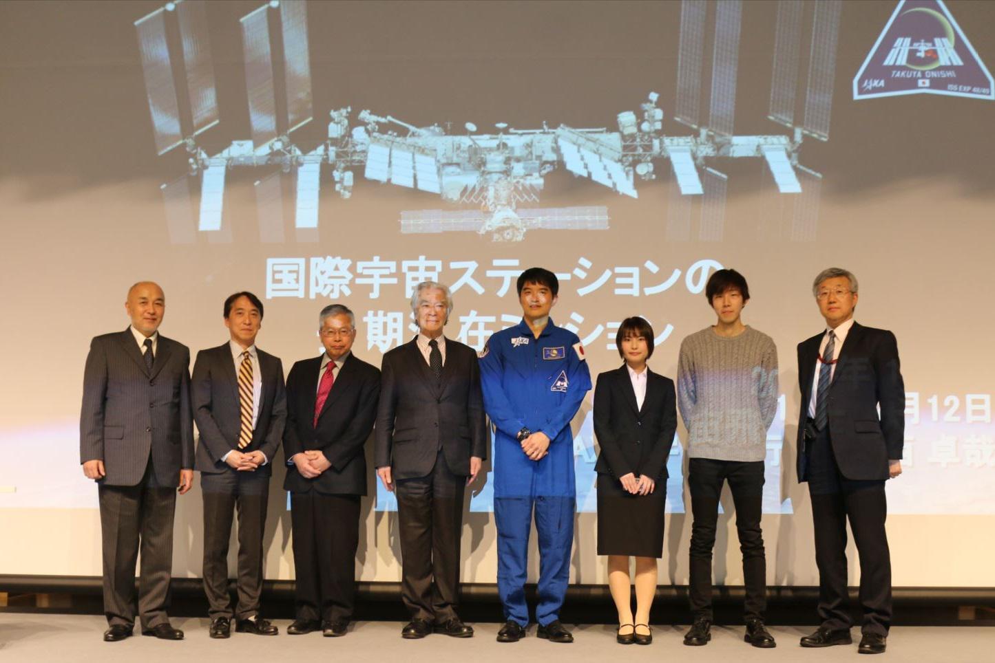 登壇したパネリストの皆さん(左から1番目:名古屋工業大学 鵜飼学長、4番目:澤岡名誉学長、5番目:大西飛行士、8番目名古屋工業大学 江龍副学長)
