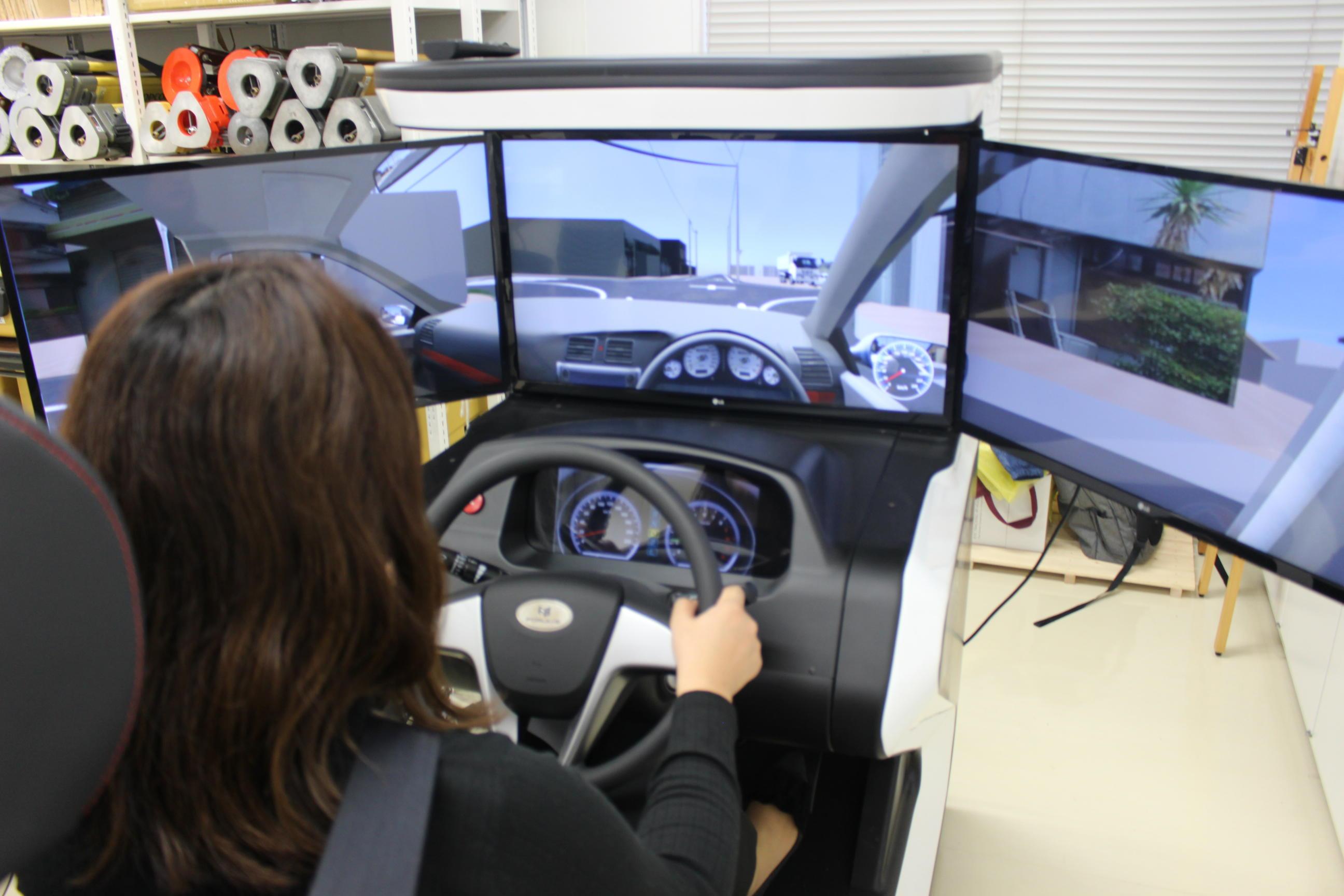 実験の様子。VRも学生が作成しました。