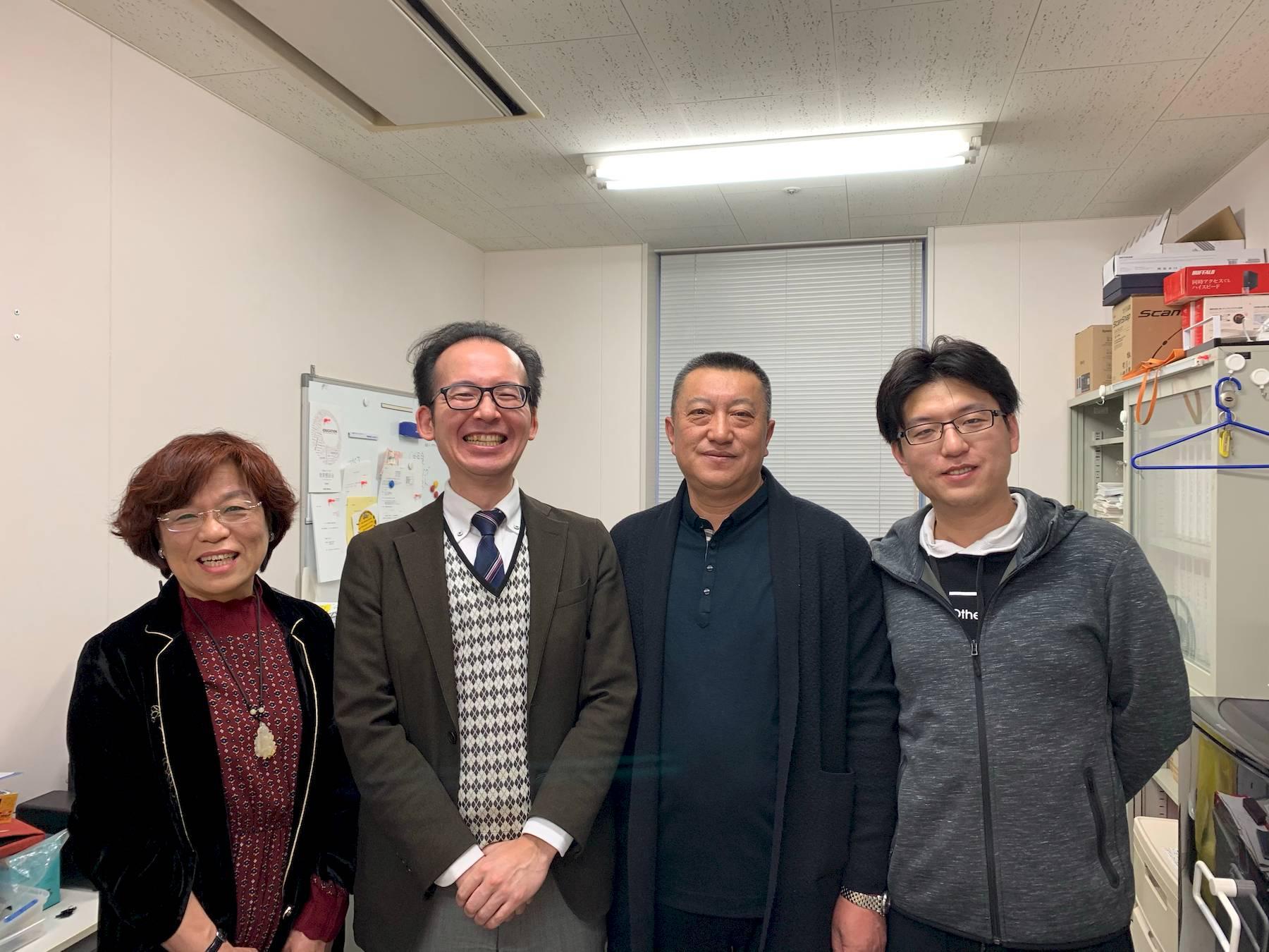 坪井准教授と鞠さんとそのご両親